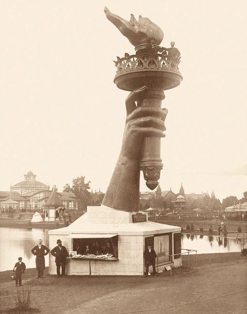 statue-of-liberty-arm-1876-phildadelphis-centennial-exposition-2