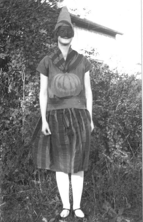 Halloween-WC_Halloween_Woman_1929