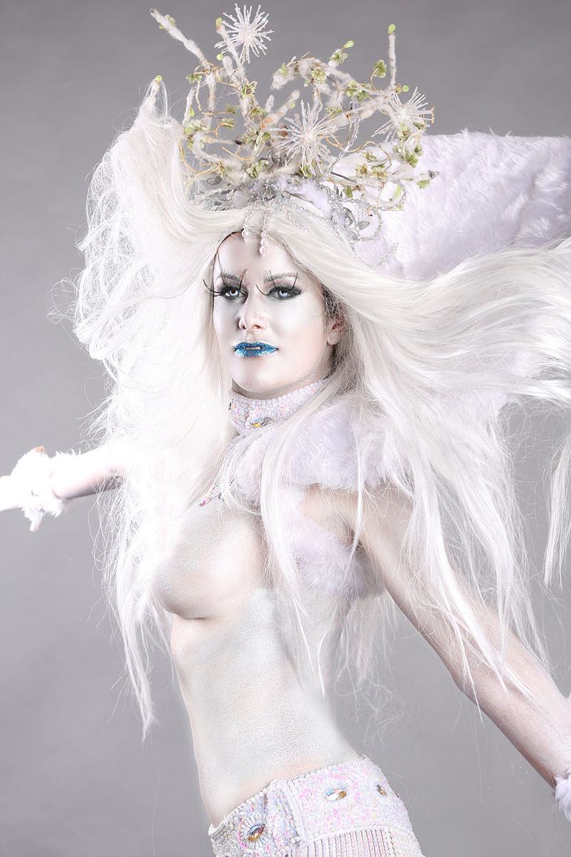 Bodypainted_Snow_Queen_(10508945396)